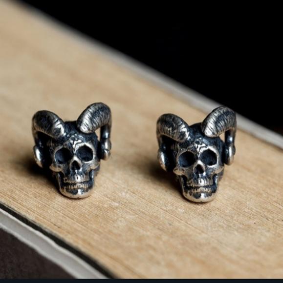 NWT Silver Goth Horned Skull Devil Earrings!